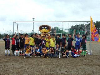 130615鹿折FCゴール寄贈2.JPG
